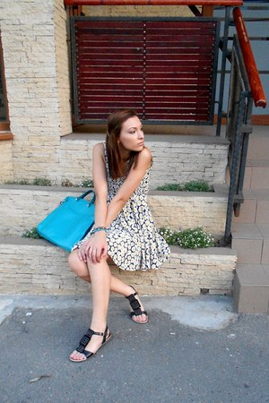 floral print dress - turquoise blue bag - black velvet sandals