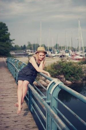 navy linen vintage dress - camel straw the bay hat - eggshell Ardene flats