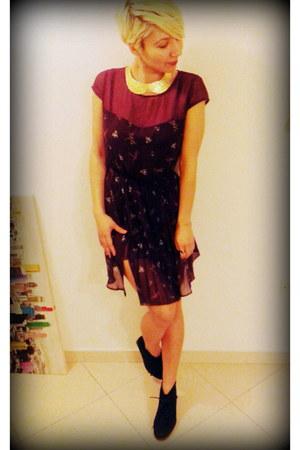 black Zara shoes - crimson Stradivarius dress