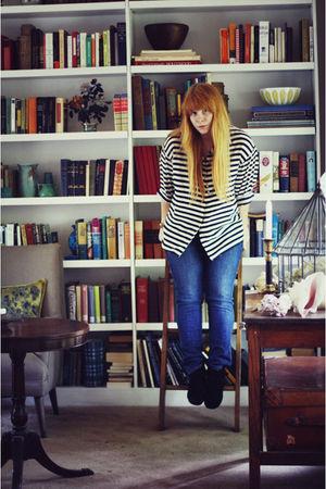 thrifted shirt - Levis jeans - black Minnetonka