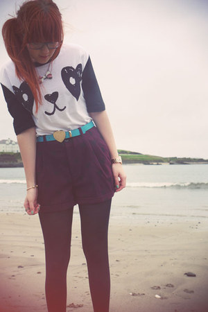 maroon H&M shorts - cream asos t-shirt - turquoise blue Primark belt
