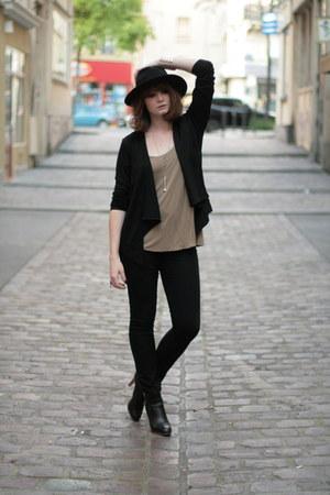 black Sarah Wayne vest