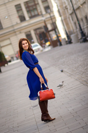 Bata boots - Lashez dress - Musette bag