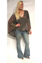 gray Seneca Rising shirt - blue jeans - gray vintage shoes - silver Indian acces