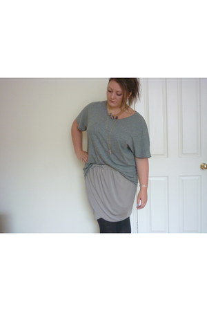charcoal gray Monki t-shirt - heather gray Monki skirt
