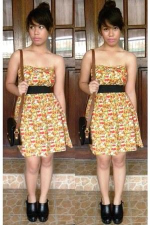 orange floral print get laud dress - black sling phillipe charriol bag - black P