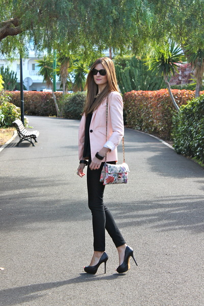 light pink Bershka blazer - black Bershka jeans - ivory Stradivarius bag