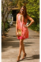 salmon traffic people dress - gold DIY bag - bronze BLANCO heels