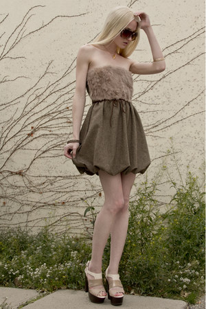 gold bird skull Emilie Thomas necklace - camel brown mini Sheinside dress