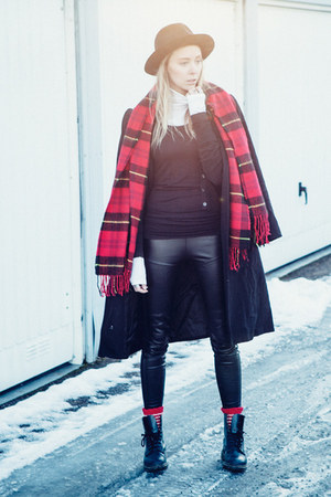 black vintage hat - black Zara leggings - red H&M scarf