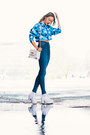 Blue-denim-weekday-jeans-white-bikbok-bag-blue-bikbok-top