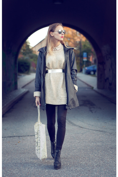 beige wool Boyfriends Closet sweater - black BikBok jacket