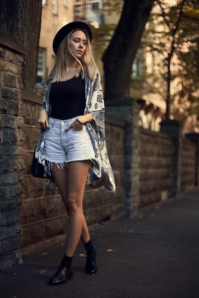 white kimono Lulus cape - black leather vagabond shoes