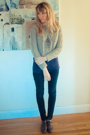 navy skinny jeans - beige cropped sweater - deep purple tank top