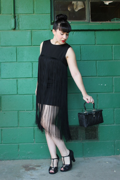 black vintage dress - black vintage purse - black heels
