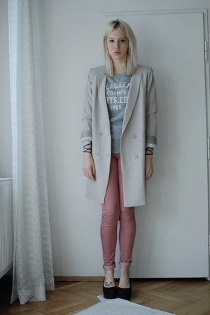 salmon Topshop jeans - beige Monki blazer - heather gray H&M Man sweatshirt
