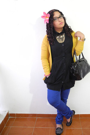 black dress - blue jeans - mustard Zara cardigan - bubble gum hair accessory