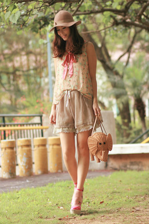olive green from laurustinus shorts - beige Monki hat - tan kate spade bag