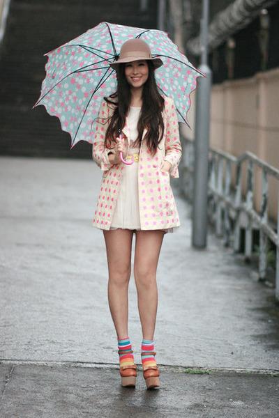neutral Monki hat - bubble gum madame benjie blazer