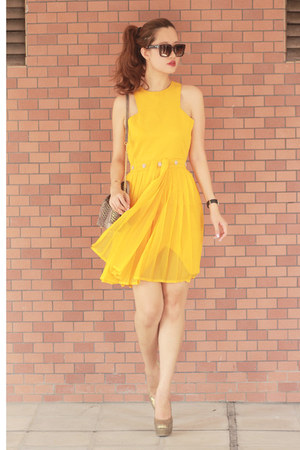 yellow vlabel london dress - crimson Celine sunglasses