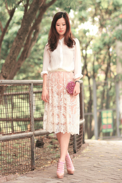 White-chicwish-shirt-maroon-ipa-nima-bag-cream-chicwish-skirt_400