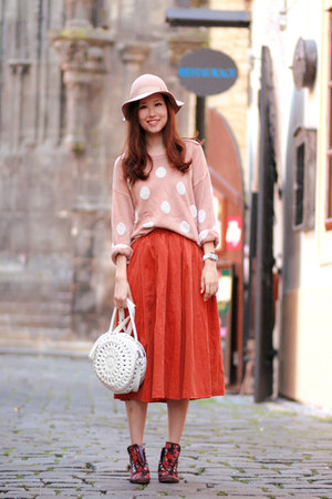 crimson H&M sneakers - neutral H&M sweater - burnt orange Club Couture skirt
