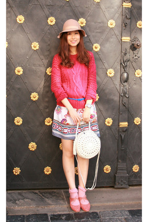 ivory Modekungen bag - white Chicwish dress - hot pink Pull & Bear sweater
