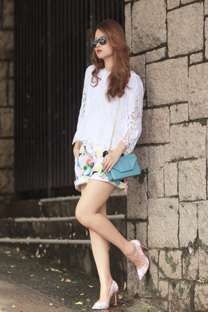 periwinkle Front Row Shop shorts - navy Ray Ban sunglasses