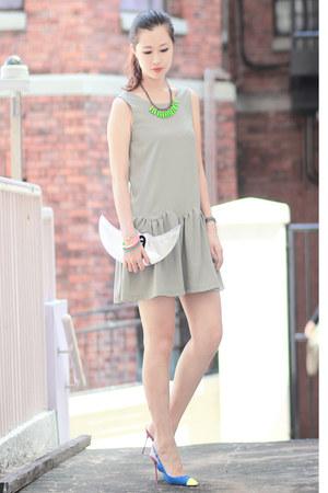 ianywear dress - romwe necklace - Sergio Rossi heels