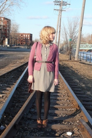 thrifted sweater - thrifted dress - HUE tights - vintage purse - naturalizer sho