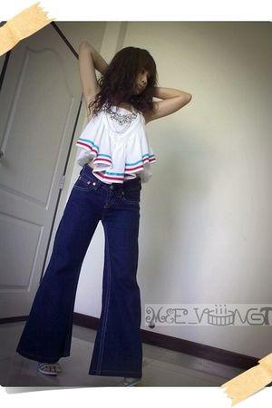white - shirt - blue Levis Jeans jeans