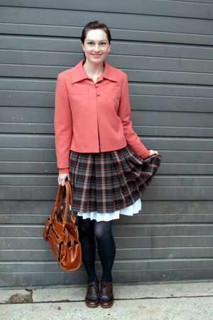 pink jacket - black skirt - white Old Navy skirt - green tights - brown shoes -
