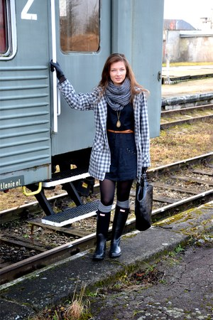Hunter boots - pull&amp;bear dress - Mark &amp; Spencer coat - Zara bag
