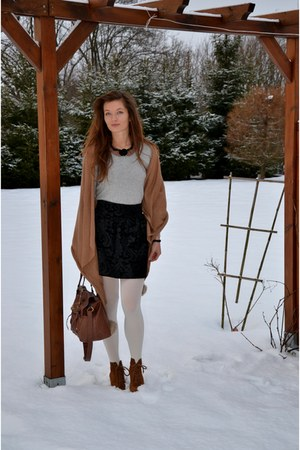 pull&amp;bear boots - tawny Primark sweater - Stradivarius shirt