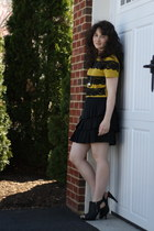 black BCBG shoes - mustard Megan Nielsen t-shirt - black banana republic skirt -