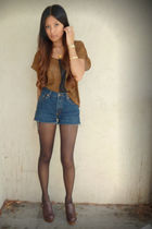 brown yaya nom de plume blouse - blue Levis shorts - brown Steve Madden clogs