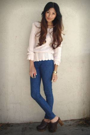 pink H&amp;M sweater - blue Silence &amp; Noise jeans - brown Steve Madden clogs