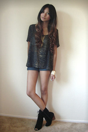 black Patterson J Kincaid blouse - blue Levis shorts - black Deena & Ozzy boots