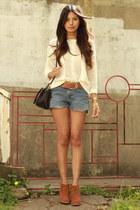 cream Mango sweater - blue Levis shorts