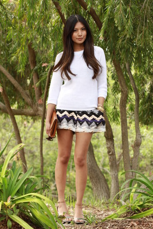 charcoal gray Dolce Vita shorts - cream Zara sweater