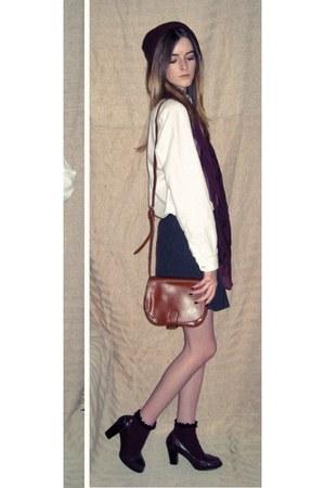 maroon beanie Primark hat - maroon Primark scarf - brown side Primark bag