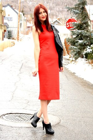 red lulus dress - black jacket - black Aldo heels