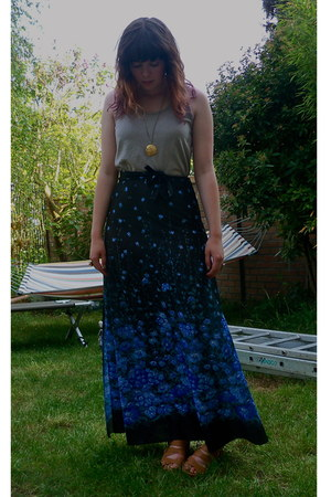 blue vintage skirt - nude staptastic Divided by H&M wedges - beige tank American