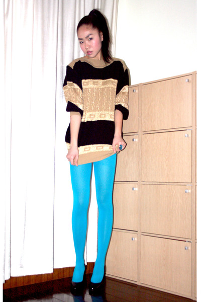 vintage sweater - black pumps shoes - blue H&amp;M tights