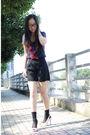Blouse-shorts-shoes