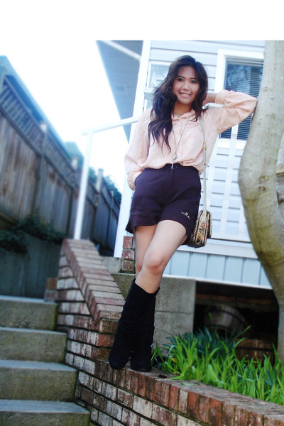 beige vintage bag - black Ross boots - dark brown high waist vintage shorts