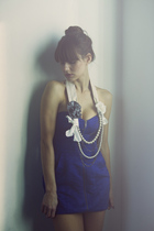 blue H&M dress - beige Charlotte Hosten necklace