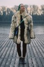 Beige-fox-fur-vintage-coat-navy-cropped-h-m-trend-sweater