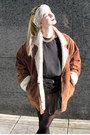 Brown-biker-shearling-vintage-jacket-black-bumbag-vintage-bag