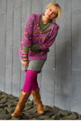 Tawny-western-boots-olive-green-lightweight-sweater-magenta-tights